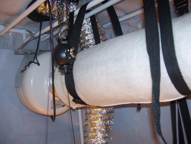 montaż wentylacji w namiocie uprawowym